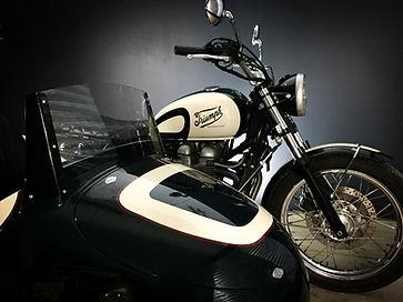 triumph bonneville side-car vintage 2