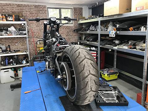 pont-moto-melk-painting-&-motorcycles.jp