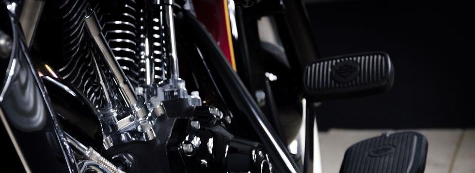 atelier de préparation moto melk painting motorcycles