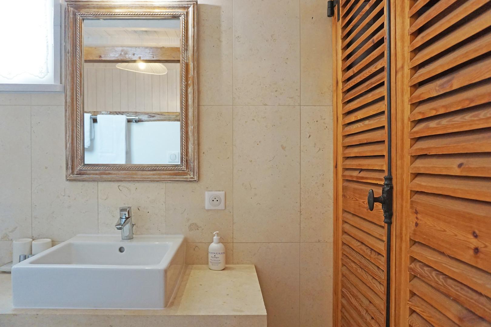 Salle d'eau - Chambre de la Ruelle du Puit.