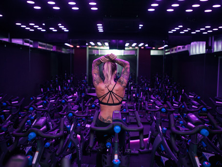 // DISCO FITNESS BEIM HIGH INTENSITY CYCLING //