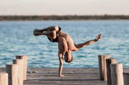 ALL ABOUT HANDSTANDS: Nicolas