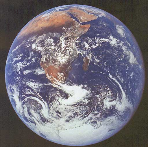 earth_apollo17