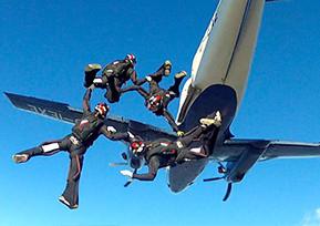 La Fratelli Gallo sponsor del team Ex3MO campione italiano di paracadutismo 2013