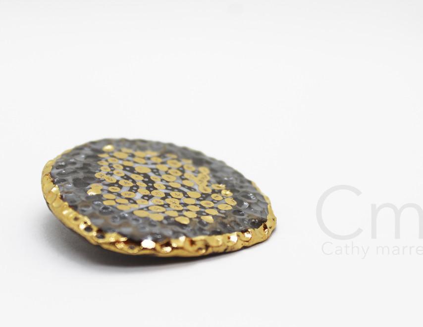 Broche golden Stone