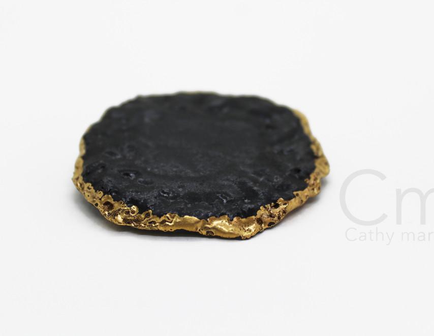 Broche golden Coal II
