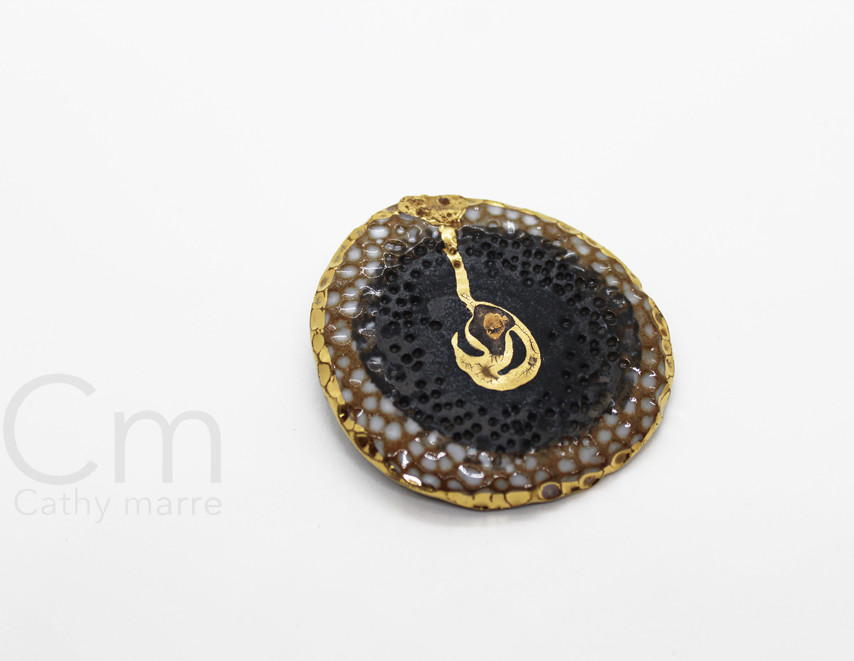 Broche golden core