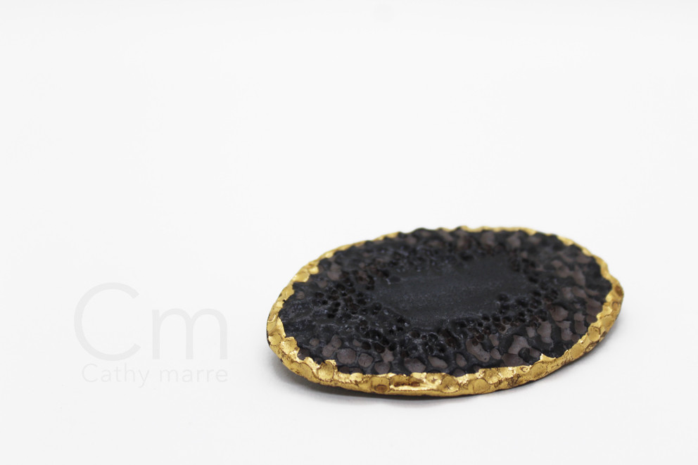 Broche golden Coal