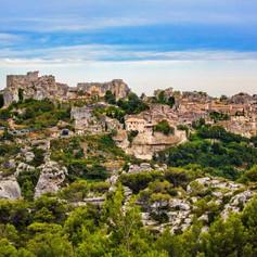 Le-Baux-de-provence-village.jpg