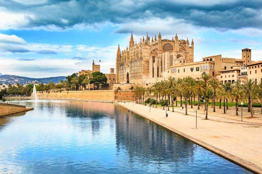 Palma de Mallorca Cathedral.jpg