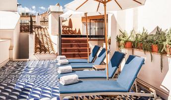 hotel-cort-terrace-sunlongers-M-10-r.jpg