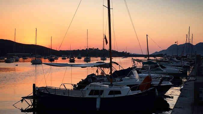 port-pollensa-sunrise-mallorca.jpg