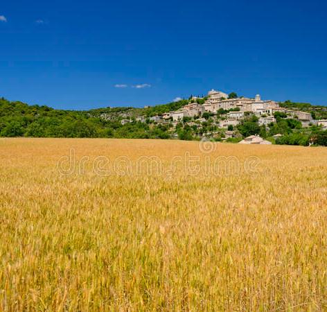 joucas-village-provence-scenic-landscape