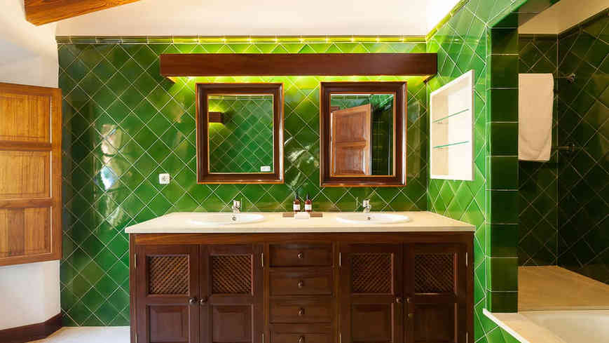Son_Salas_Soller_bathroom_2.jpg