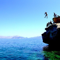 Family-holidays-coasteering-mallorca.jpg