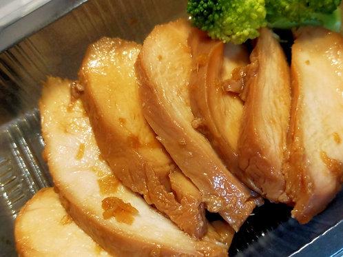 鶏胸肉のハム(ニンニクと生姜、醤油で味付け)Chiken ham