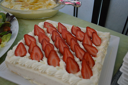 Strawberry shortcake for 25 people 大人数様用ストロベリーショートケーキ