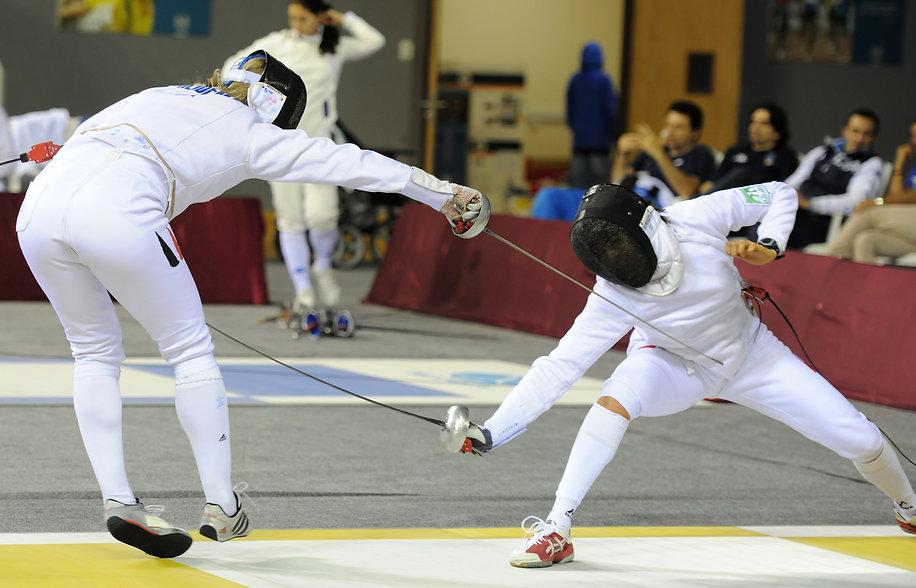 【香港劍擊總會】香港劍擊總會和發證劍擊教練的關係