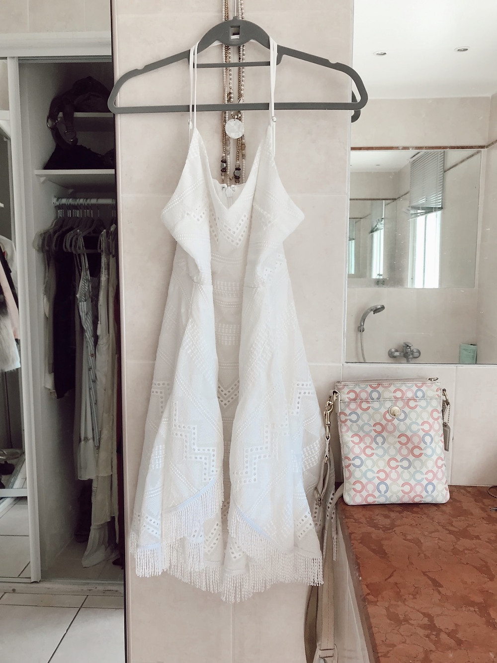 shrazzi travel tips how to keep your whites white & other laundry tips