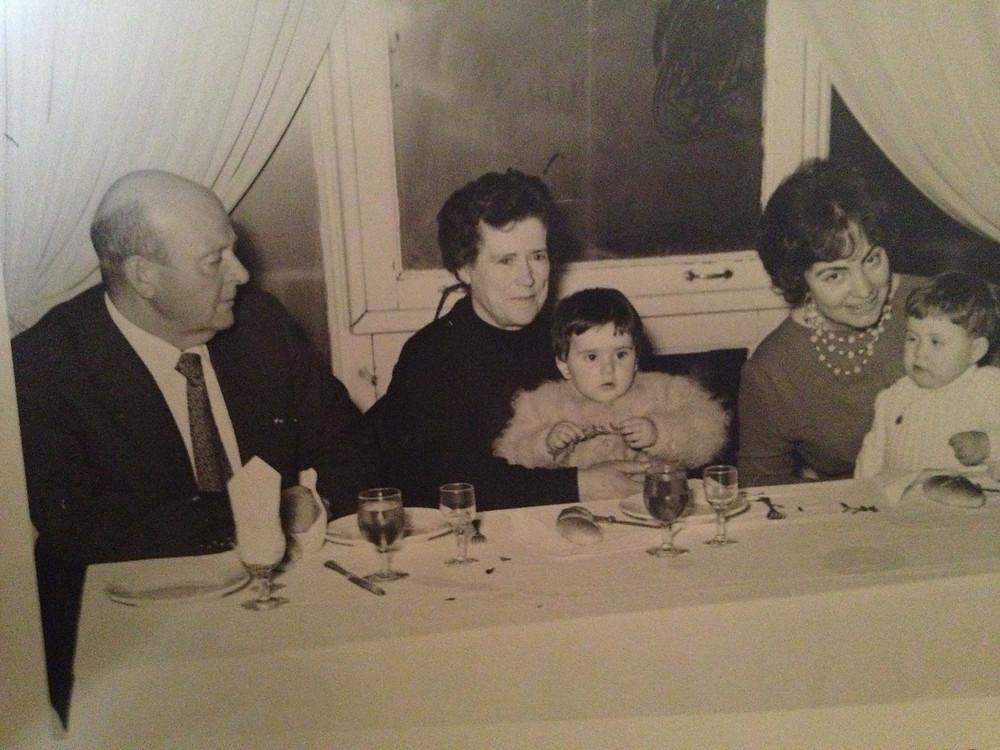 """Foto de la familia de Lucía Menéndez (niña de la izq.), asesinados en 1999 por """"El Sastre"""""""