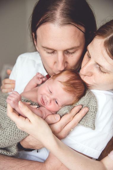 Neugeborenenfotografie Neugeborenenfoto Newbornshooting Babyfoto Familienfoto Familienbild Studiofot Nürnberg Bamberg Forchheim Höchstadt Erlangen Gräfenberg Two Hearts Fotografie.jpg.jpg