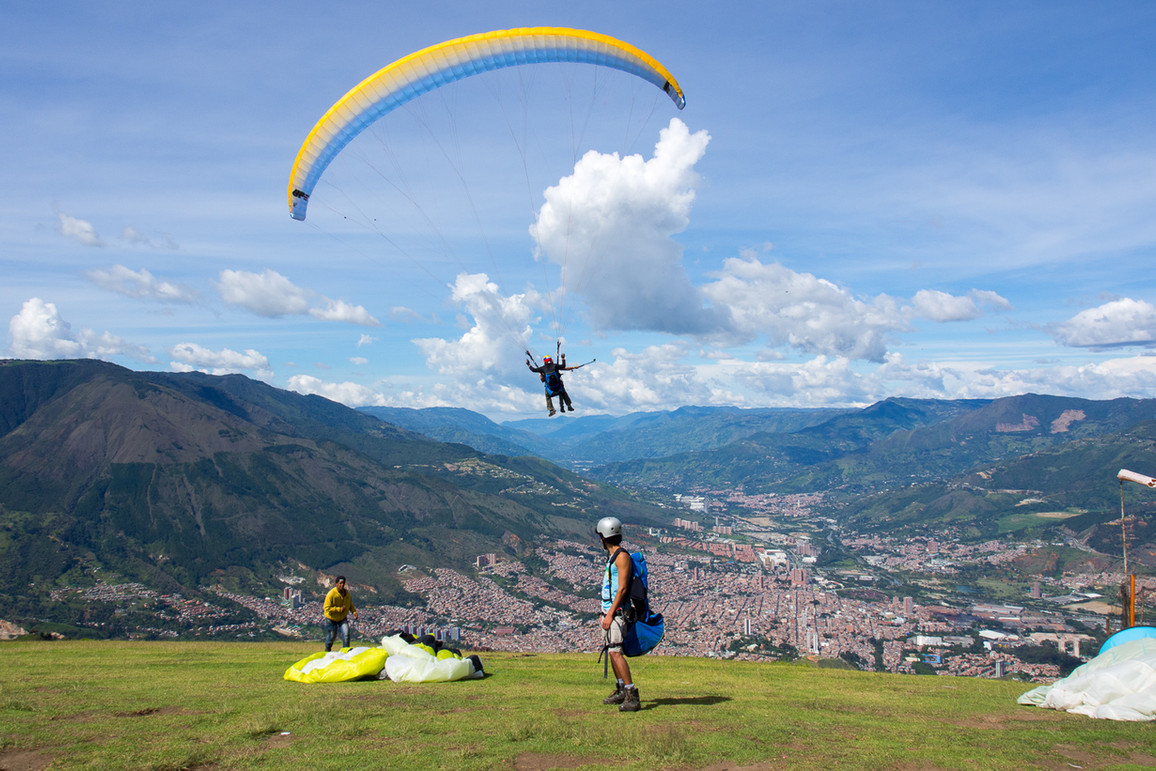 paragliding-medellin-paraglider-taking-o