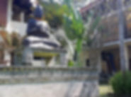 Explore the Villa Matanai grounds on you
