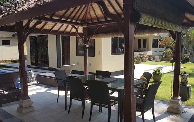 Family Bale Benong at Villa Matanai acco