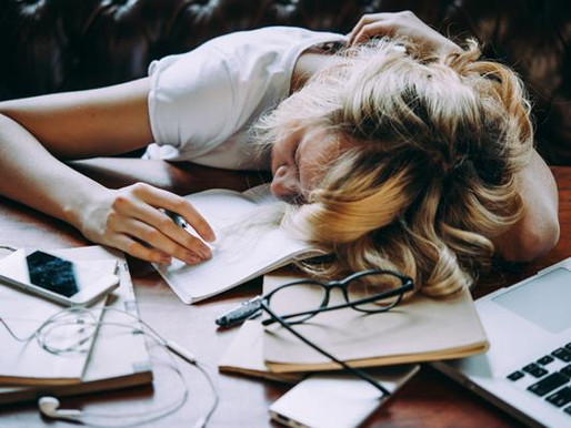 5 Easy Ways to Stop Procrastinating &  Organize Your Life