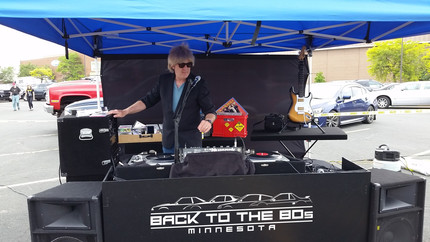 DJ Bill Spinning the tunes with REAL vinyl