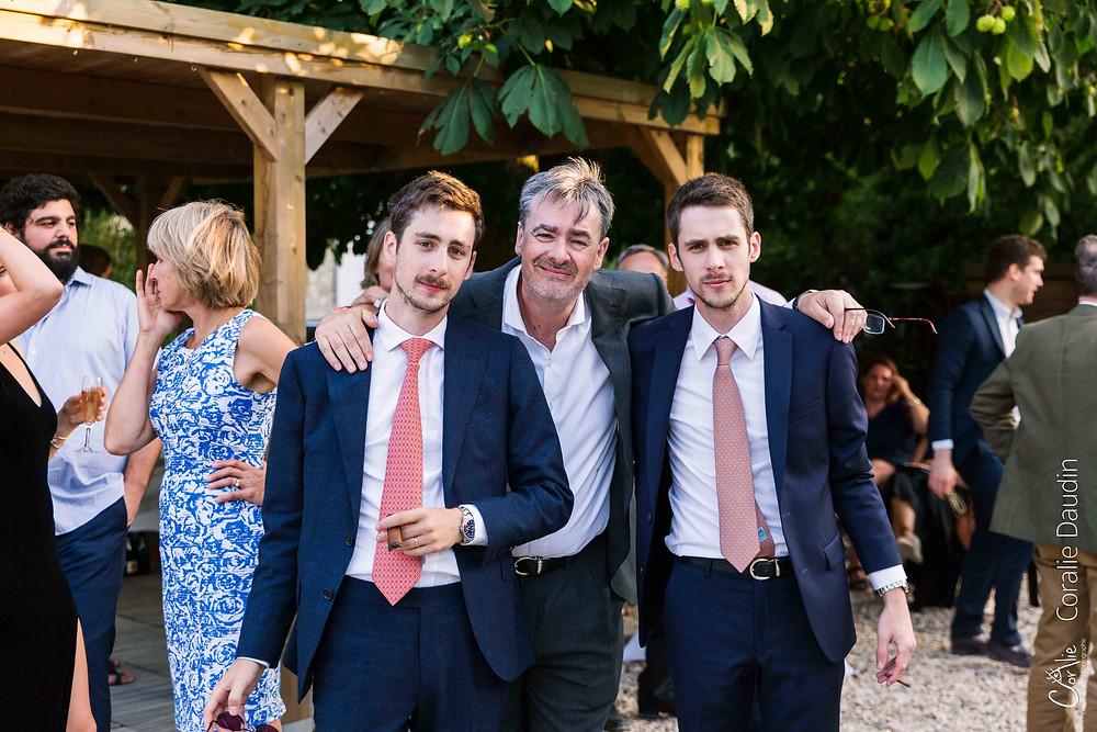 portrait père du marié et ses fils