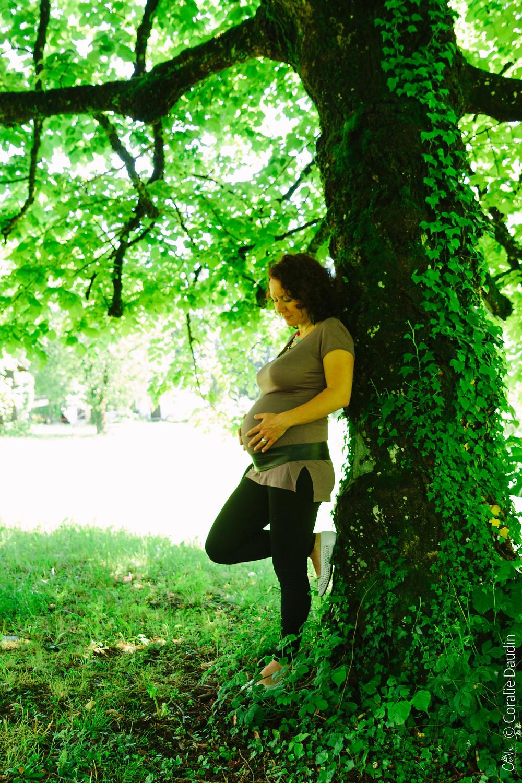 Séance Grossesse Nature sous les arbres