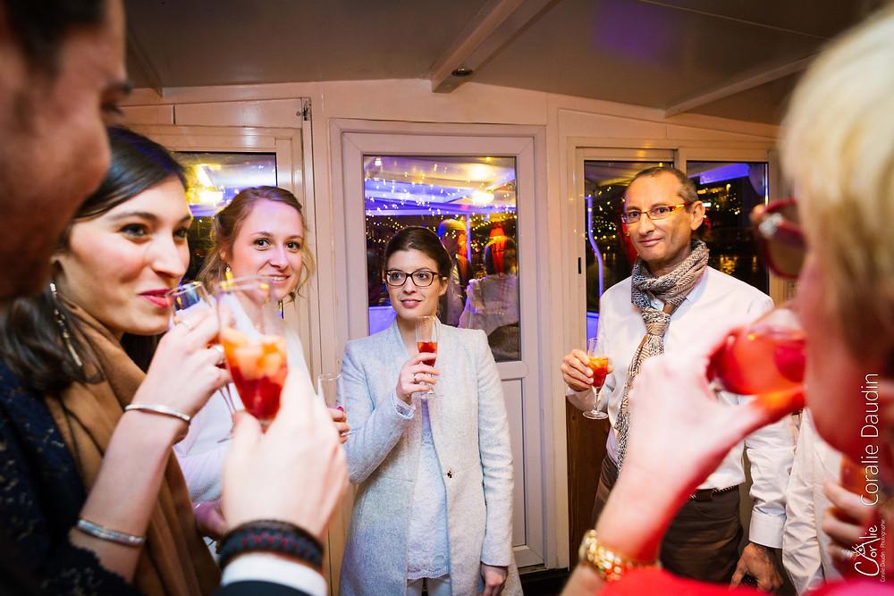 Photo soirée de mariage péniche sur la Seine
