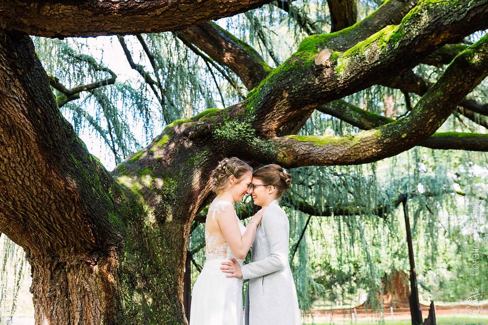 Photo de couple mariées - Parc de la Vallée aux loups - Châtenay Malabry