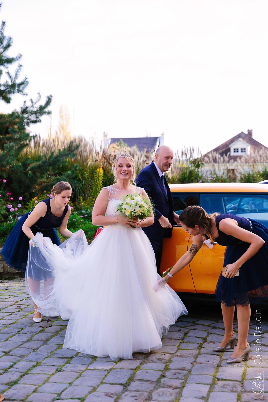 photo arrivée de la mariée à la mairie