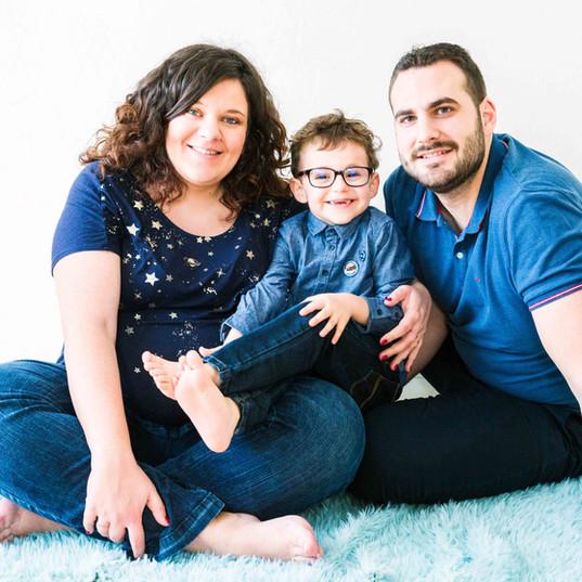 Séance photo grossesse en famille - studio - Massy (91)