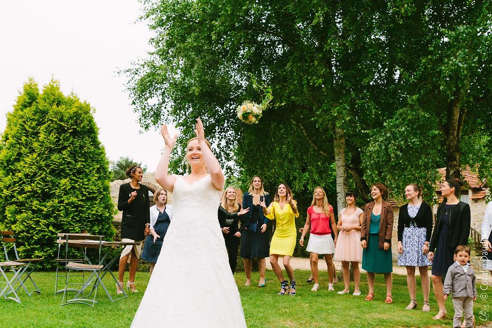 Jeté du bouquet de la mariée
