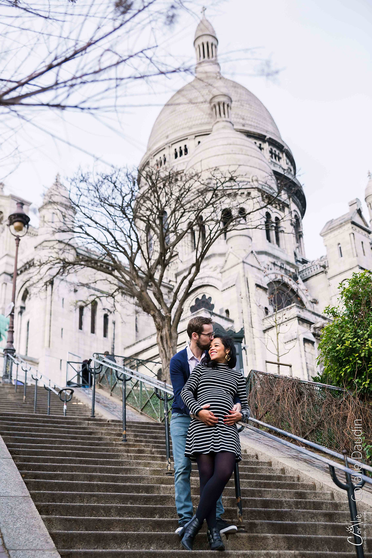 Shooting photo en couple devant le sacré coeur de Montmartre