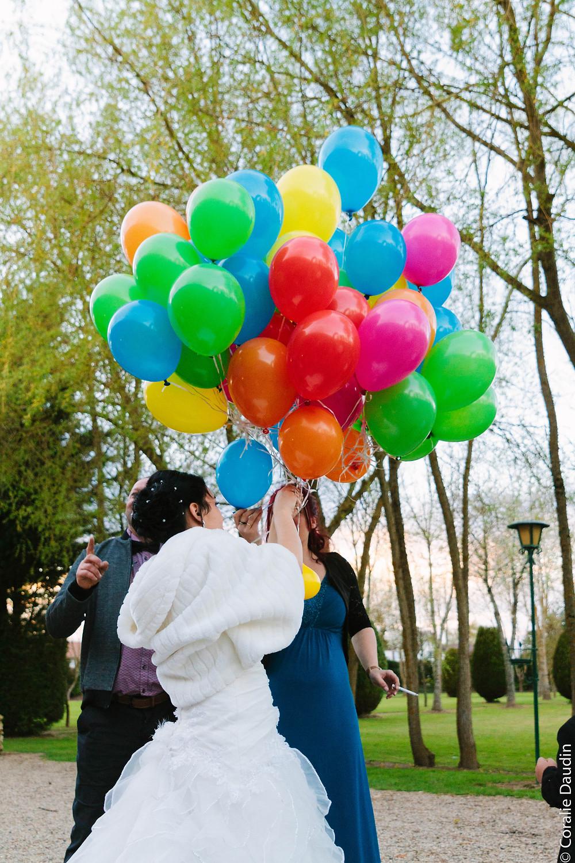 Photo lâché de ballons - Coralie Daudin-Photographe mariage Essonne- reportage mariage