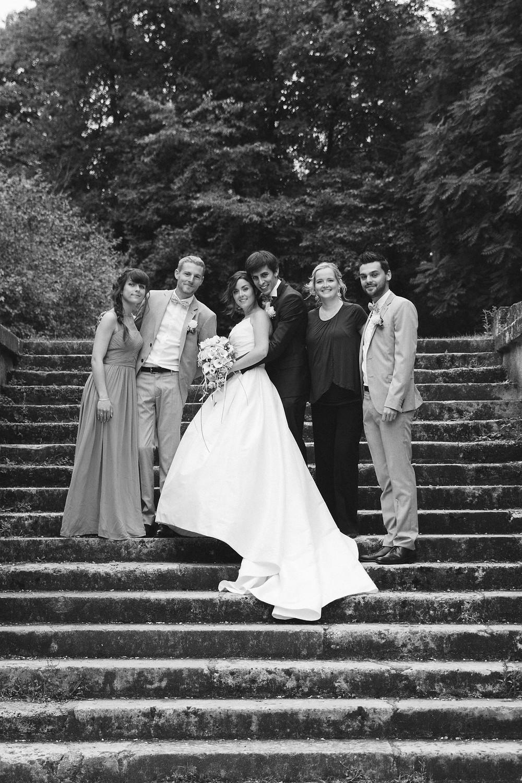 Photo groupe mariage dans les escaliers
