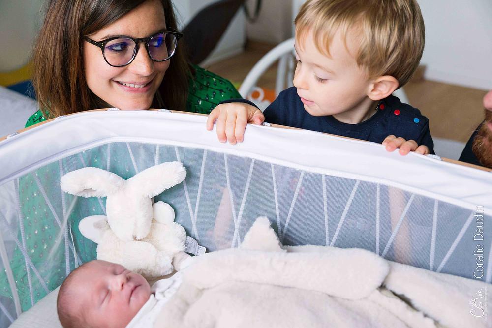 Photographe bébé séance photo en famille à domicile