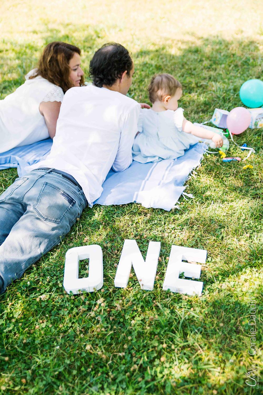 photographie famille sur l'herbe