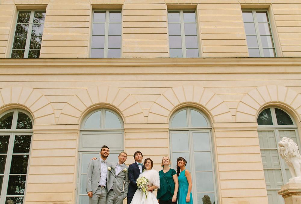 photo groupe mariage devant la mairie