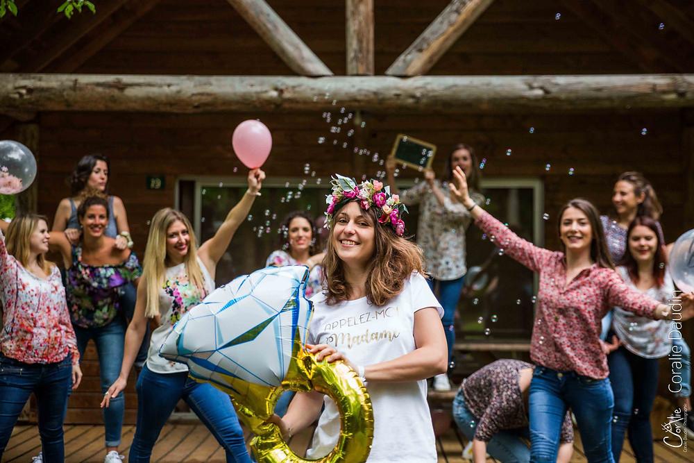 groupe d'amies, ballons et bulles