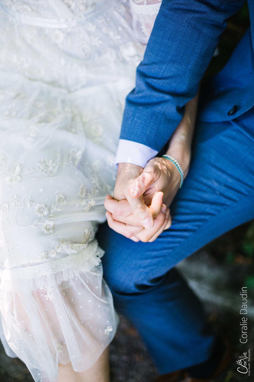 photo couple se tenant la main