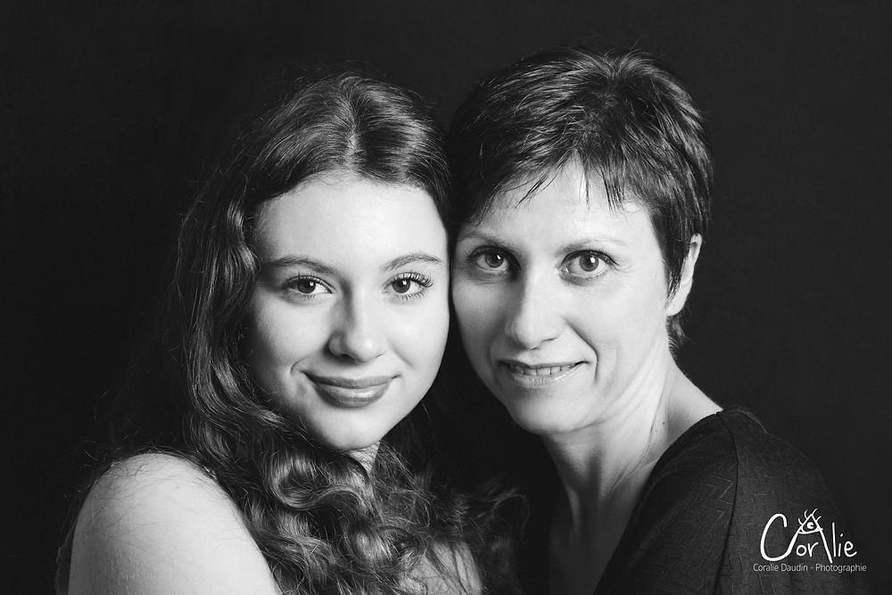 Portrait mère et fille studio Hauts-de-Seine