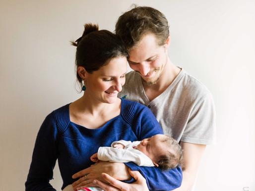 Séance photo naissance à domicile - photographe bébé Massy (91)