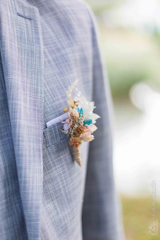 détail boutonnière du marié