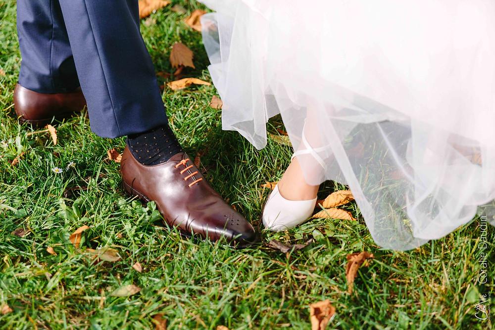 détail chaussures des mariés