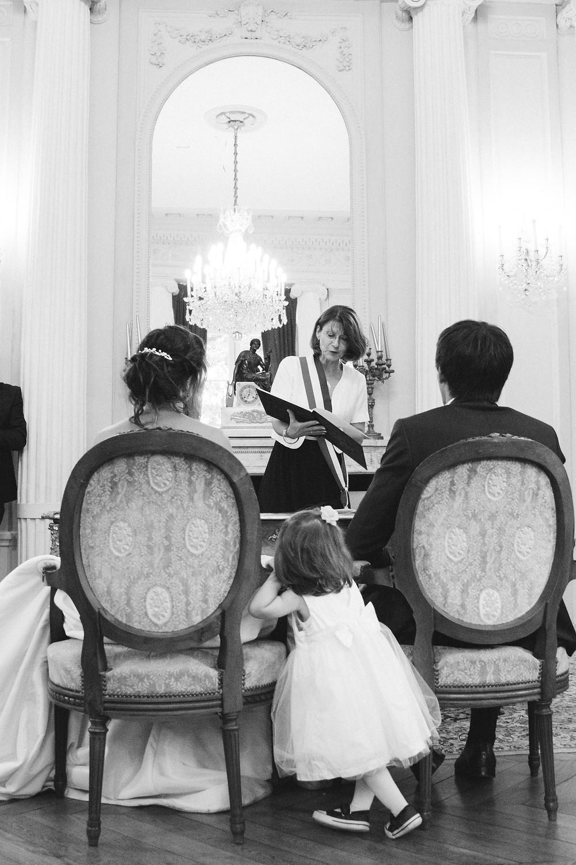 Mariés devant le maire